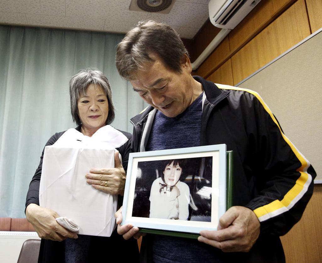 東日本大震災で犠牲の女性、両親の元に