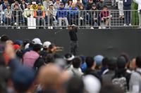 ウッズが1アンダーで折り返し 国内初・米男子ゴルフZOZO開幕