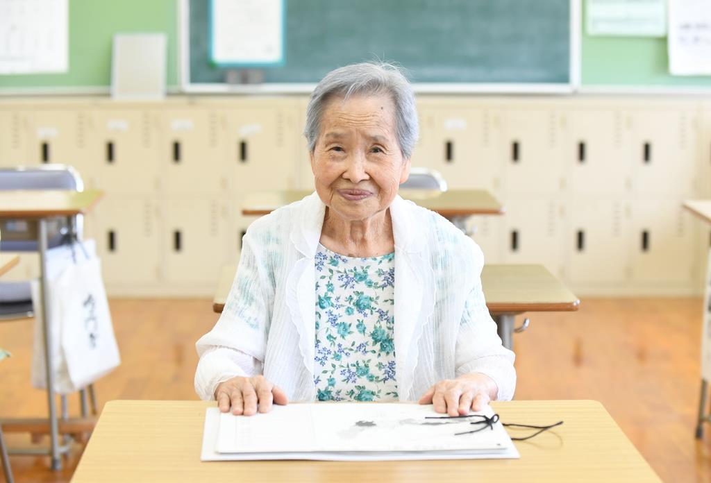 「人生で一番うれしかったことは、学校に来られたこと」と話す康士順さん=大阪市生野区(安元雄太撮影)