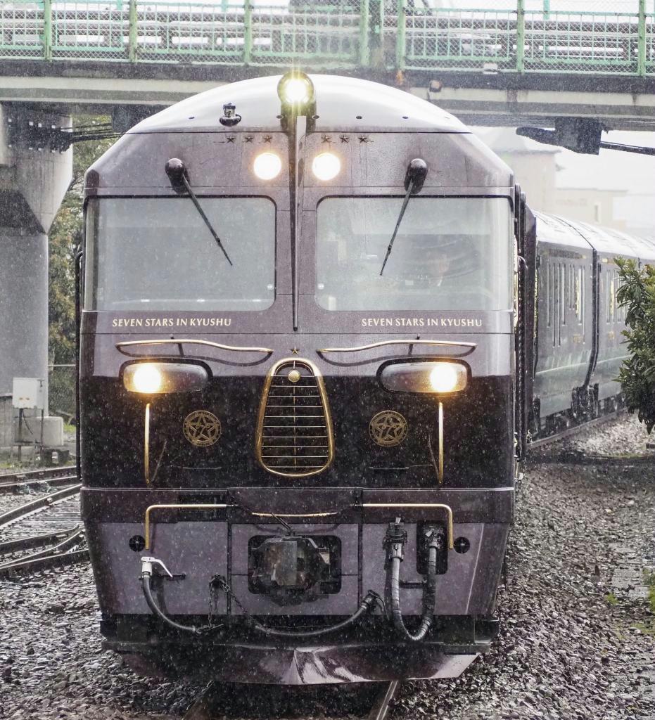 JR九州の豪華寝台列車「ななつ星in九州」