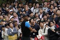 ウッズ、首位で最終ラウンドへ 松山は単独2位浮上 ZOZOチャンピオンシップ