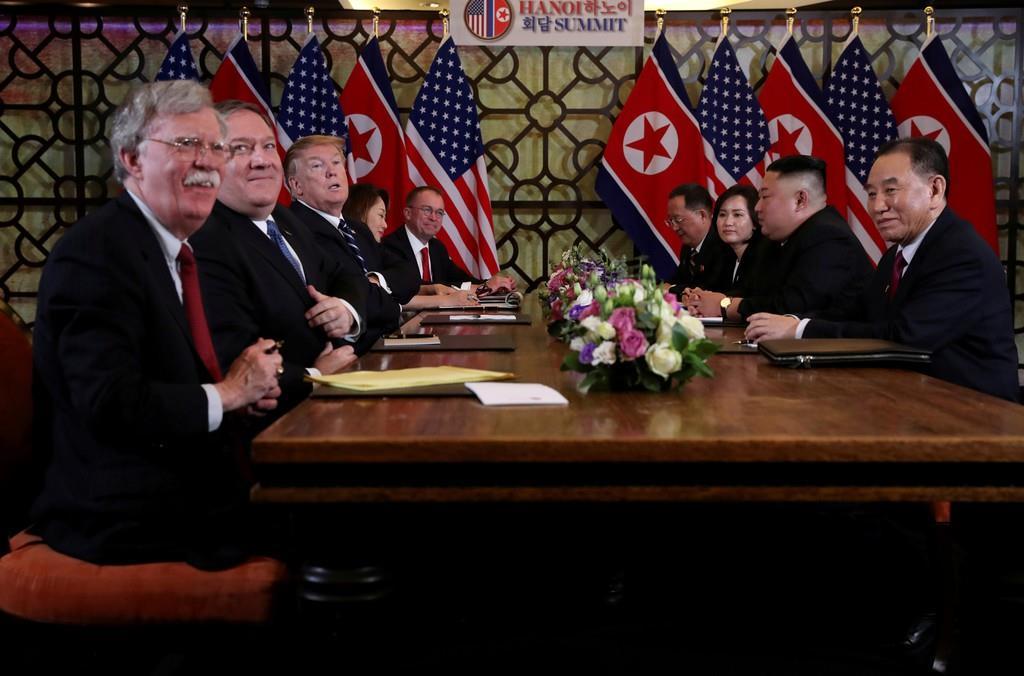 2月にベトナムのハノイで行われた米朝首脳会談に同席した金英哲氏(右)=ロイター