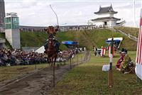 流鏑馬の迫力に大歓声 宇都宮城址公園で初 栃木