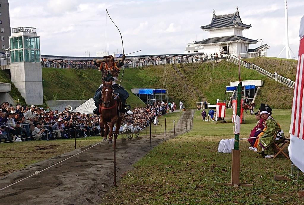 初めて宇都宮城址公園で行われた「うつのみや流鏑馬」。大きな拍手と歓声に包まれた
