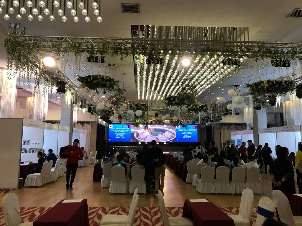 モンゴル・ウランバートルで開催された「静岡県就職フェア2109」。多くの学生が参加した=10月7日