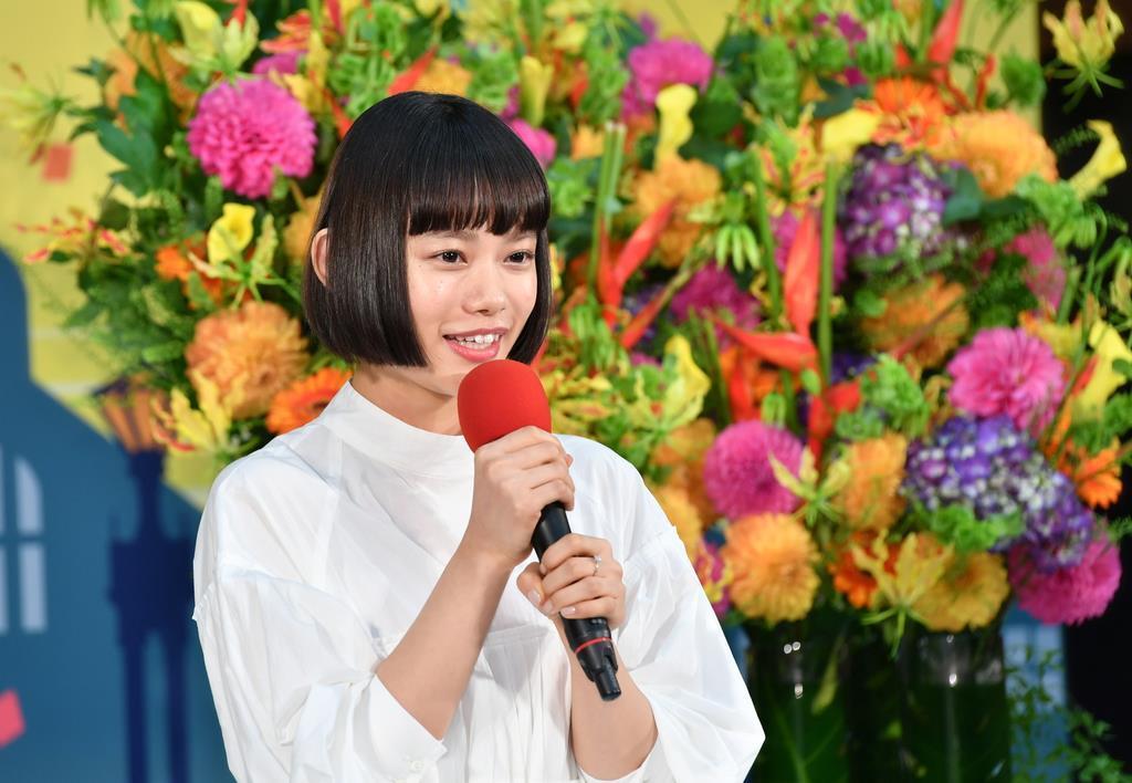 NHK連続テレビ小説「おちょやん」のヒロインに決まった女優の杉咲花さん=30日午前、大阪市中央区のNHK大阪放送局(南雲都撮影)