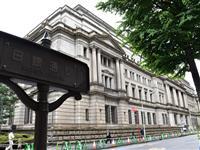 日銀、マイナス金利拡大を示唆 黒田総裁「緩和方向を意識」