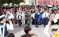 ハロウィンの渋谷、若者らで混雑 機動隊数百人規模を動員