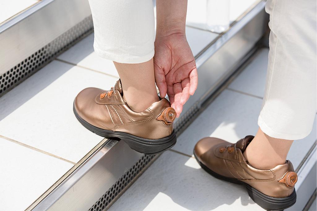 足部全体をやさしく包み込むBoaフィットシステム搭載モデル