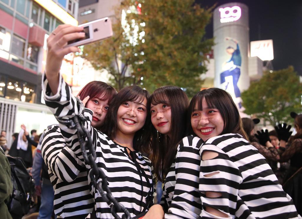 渋谷ハロウィンで逮捕者4人 センター街にはごみ袋山積み