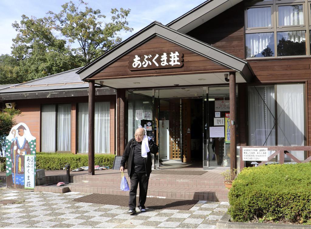 営業を再開した国民宿舎「あぶくま荘」=3日、宮城県丸森町