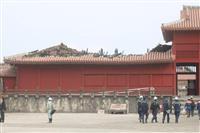 火災の首里城「奉神門」前、報道陣に公開 がれき山積