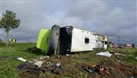 仏でバス横転、33人負傷 日本人乗客1人も
