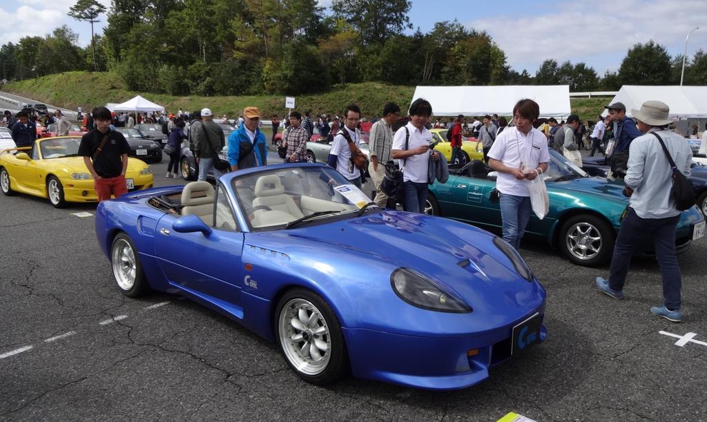 三次自動車試験場に集結したロードスター=10月、広島県三次市