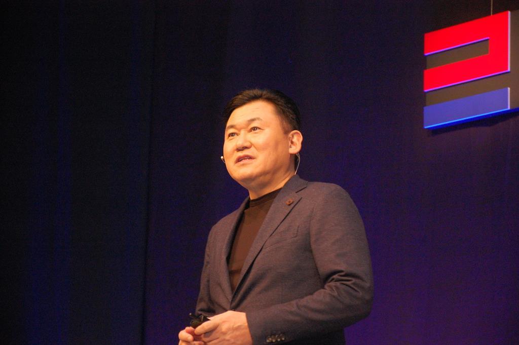 5日、大阪市内で開催された新経済連盟のビジネスカンファレンスで講演する楽天の三木谷浩史会長兼社長(黒川信雄撮影)
