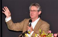 「文化より自然が観光資源」 アトキンソン氏が甲府で講演