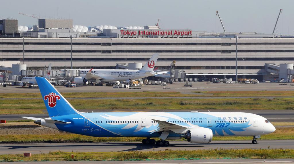 中国南方航空の機体=5日午前、羽田空港