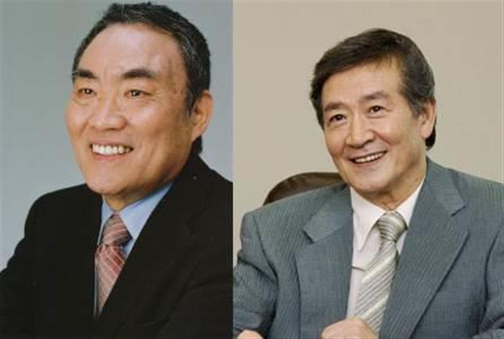 阿久悠さん(左)と酒井政利さん