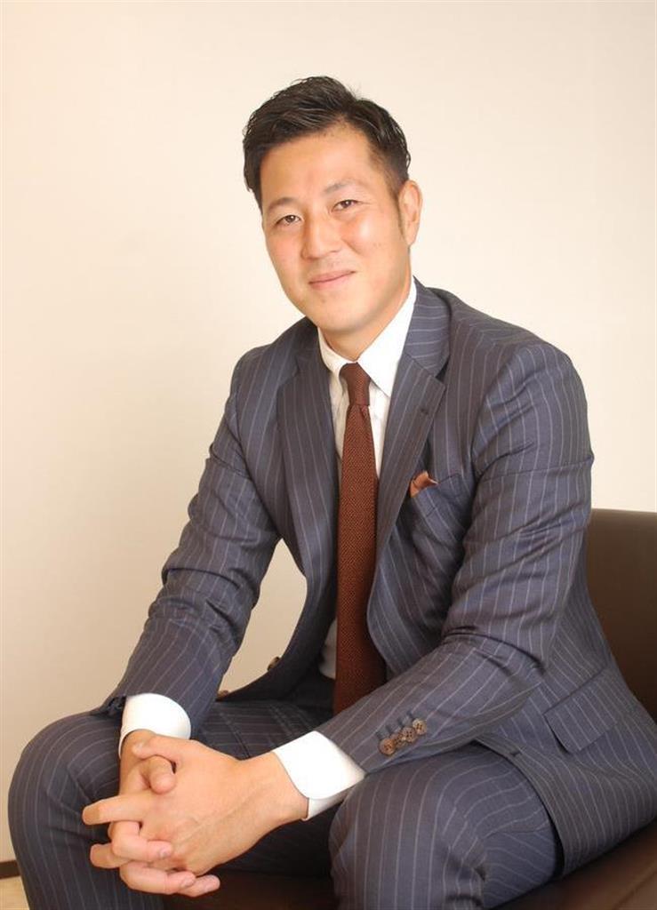 大阪市北区のサンワカンパニー本社でインタビューに応じる山根太郎社長 (黒川信雄撮影)