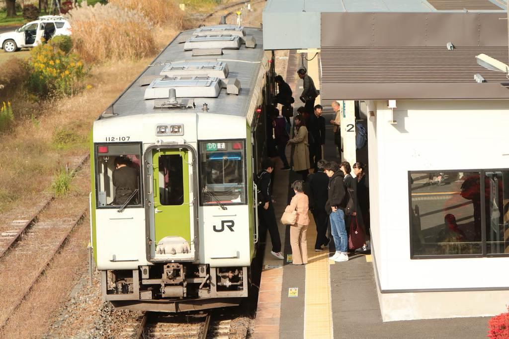 一部区間で運転が再開された磐越東線。利用客はホッとした様子だった=6日、福島県三春町の三春駅(芹沢伸生撮影)