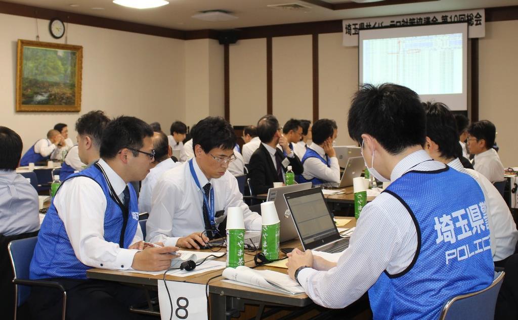 サイバー攻撃対策の演習に取り組む参加者=1日、さいたま市南区(飯嶋彩希撮影)