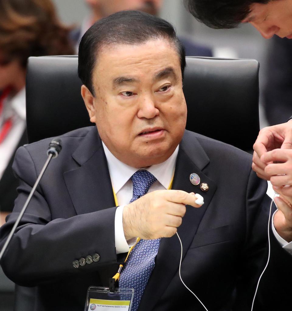 G20国会議長会議に臨む文喜相韓国国会議長=4日午前、国会内(佐藤徳昭撮影)