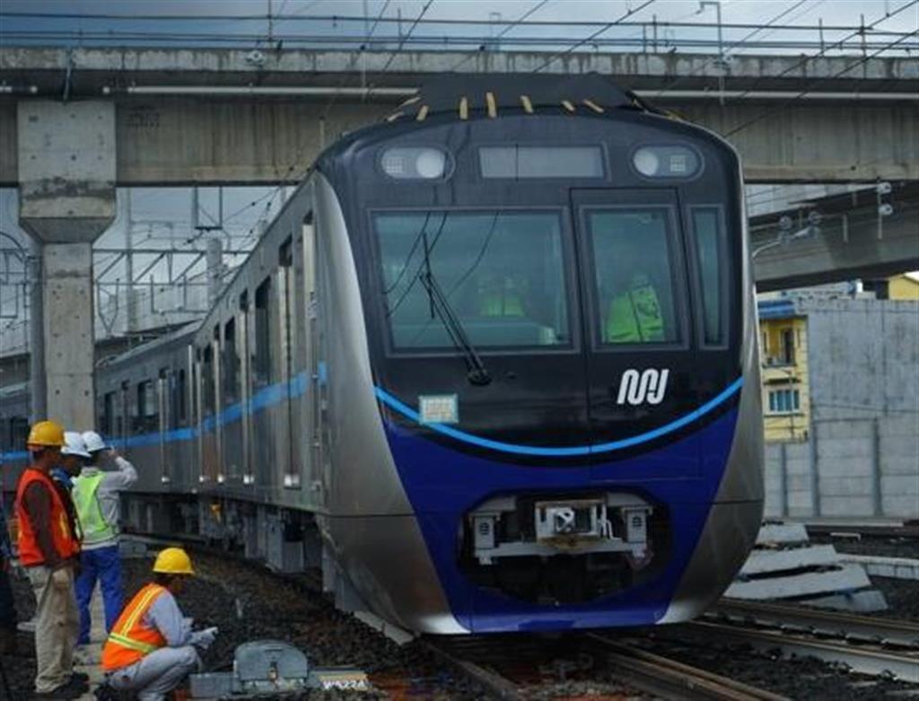 """2019年3月末に開業したジャカルタのMRT。日本の開発援助をもとに、敷設には日本の鉄道関連企業が""""オールジャパン""""で参画した(JICA提供)"""