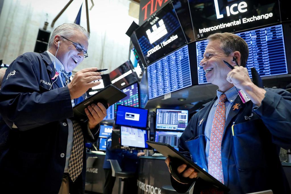 ニューヨークの証券取引所で作業を行うトレーダー(ロイター)