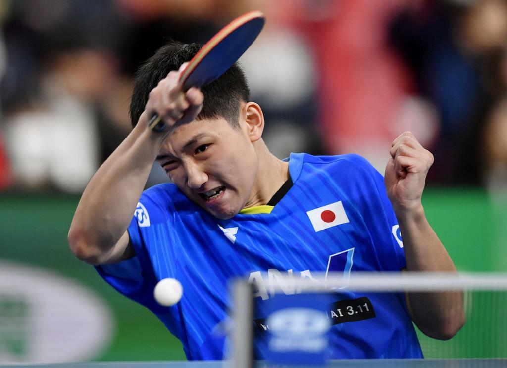 男子1次リーグ イングランド戦の2戦目でプレーする張本智和=東京体育館