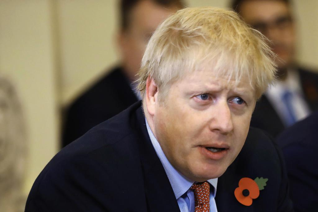 5日、ロンドンの首相官邸で発言するジョンソン英首相(AP=共同)