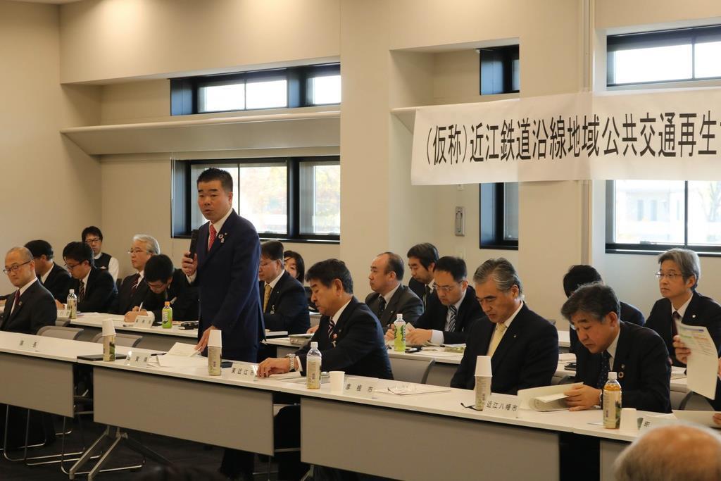 滋賀県の東近江市役所で開かれた「近江鉄道沿線地域公共交通再生協議会」の初会合=5日