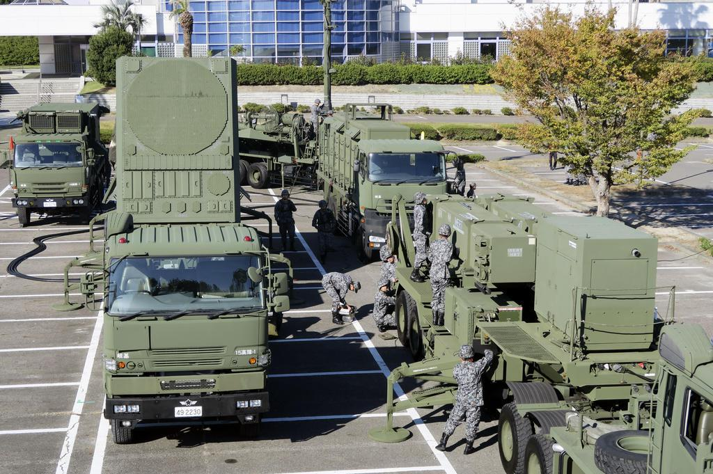 航空自衛隊が報道陣に公開したPAC3の機動展開訓練=6日午前、愛知県日進市