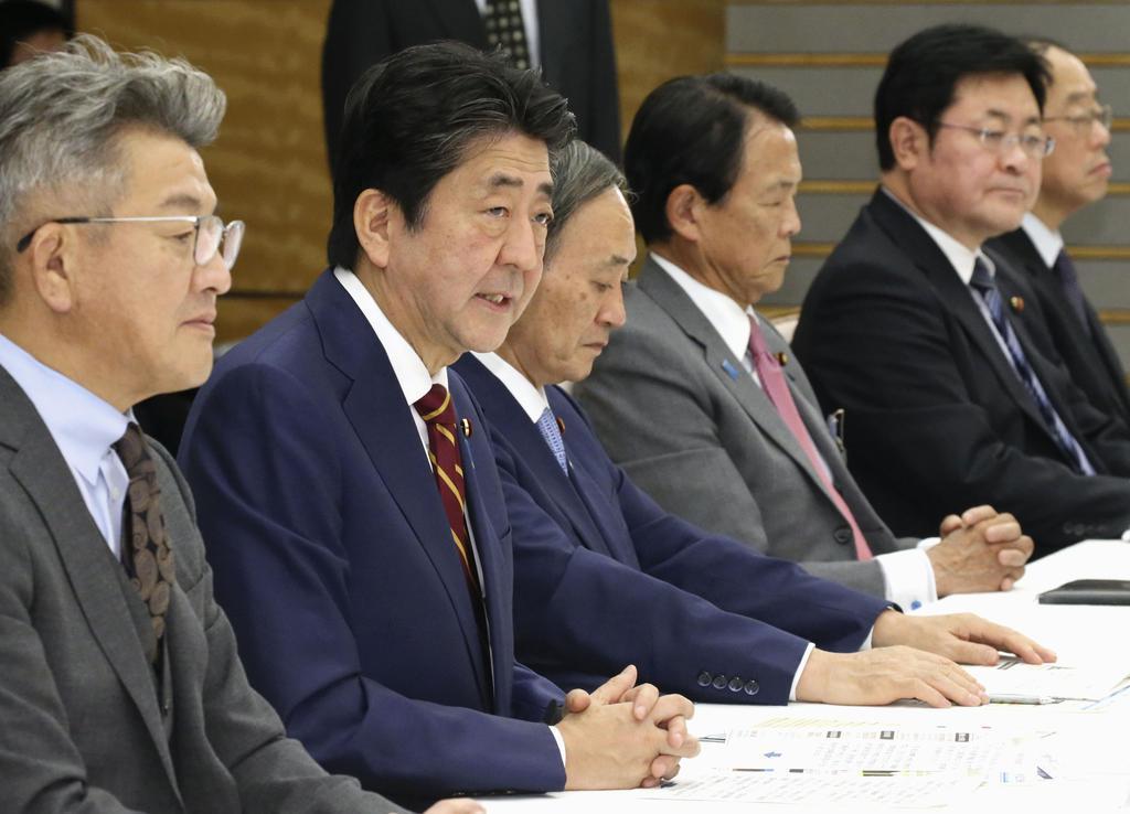 非常災害対策本部会議で発言する安倍首相=7日午後、首相官邸