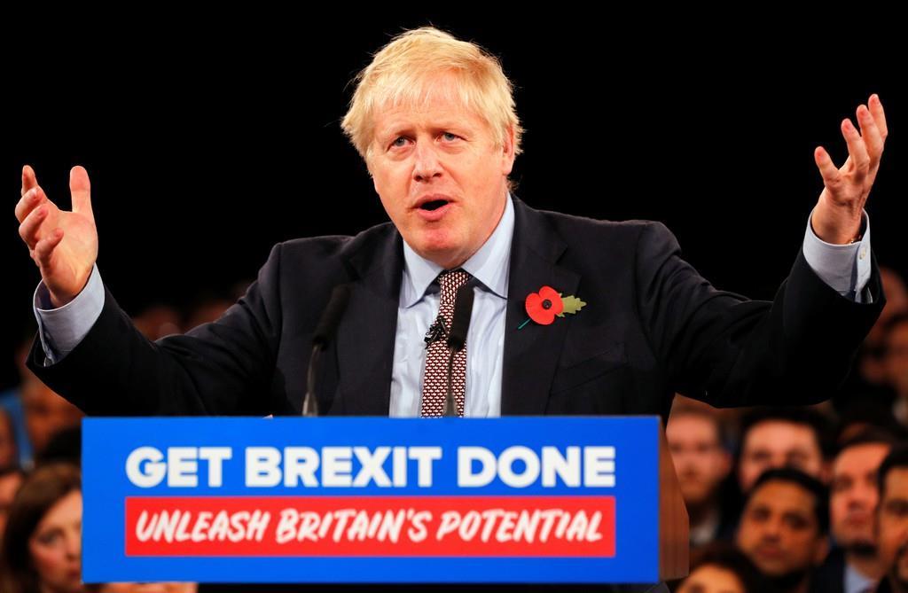 英中部バーミンガムで、選挙活動の最初の演説を行ったジョンソン首相=6日(ロイター)
