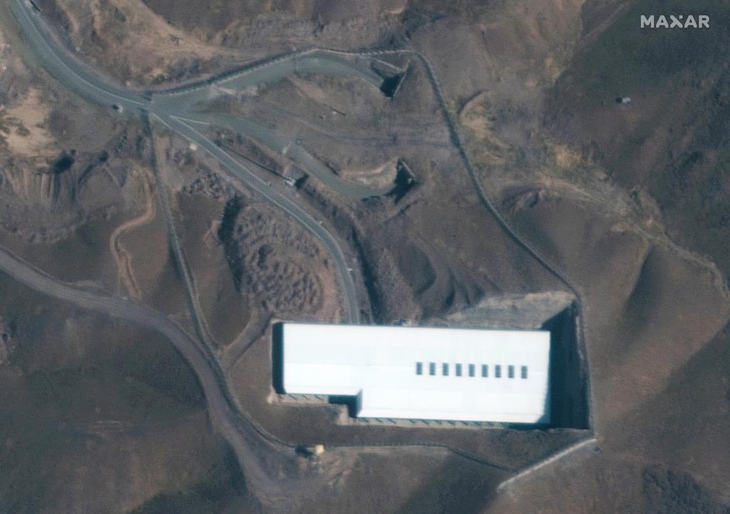イラン・フォルドゥの核施設の衛星写真(AP)