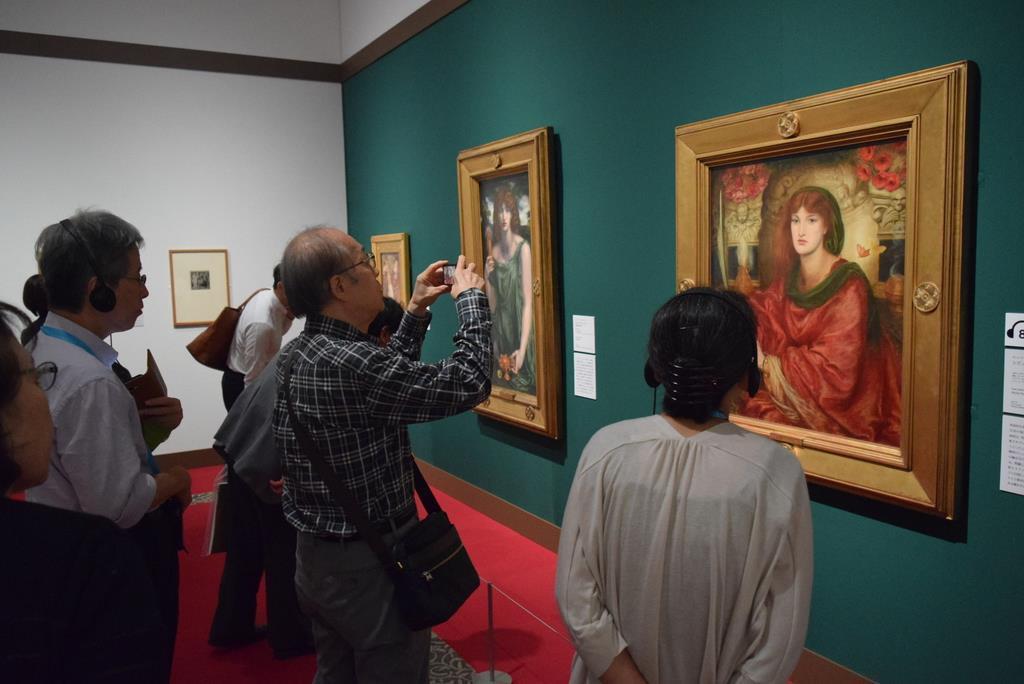ラファエル前派の軌跡展では、「謎解き」のほかにもカメラ撮影できるなど、作品を楽しめる新しいアイテムがこらされている =大阪市阿倍野区の「あべのハルカス美術館」