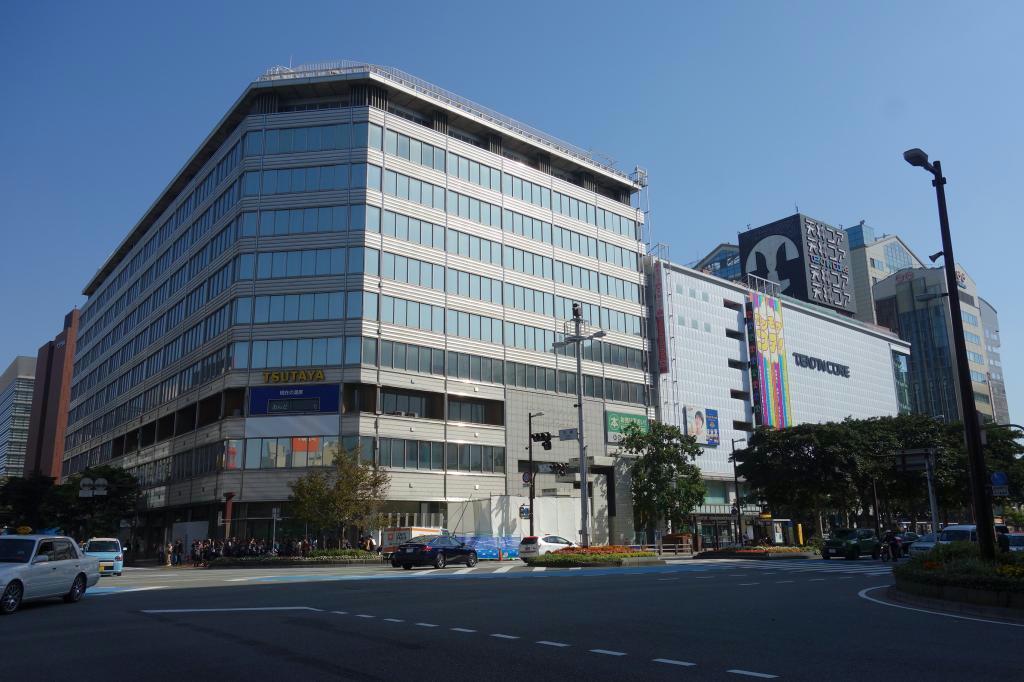 解体工事が始まった福岡ビル。周辺のビルとともに地上19階、地下4階の大型ビルに生まれ変わる