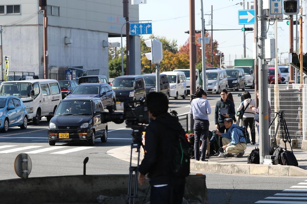 被告の男が護送車両から逃走した現場付近=9日午前11時14分、大阪府東大阪市(恵守乾撮影)