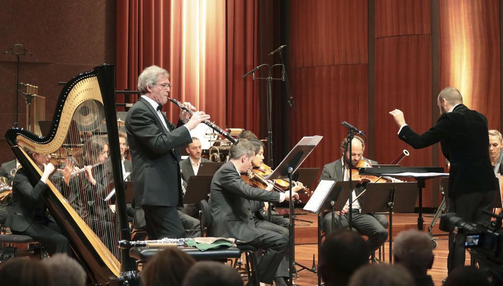 ジュネーブ国際音楽コンクールで、高木日向子さんの曲を披露する演奏者ら=8日、スイス・ジュネーブ(共同)