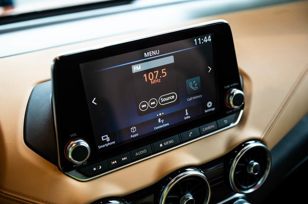 スマートフォンの一部アプリケーションにも対応するディスプレイ・オーディオ付き。