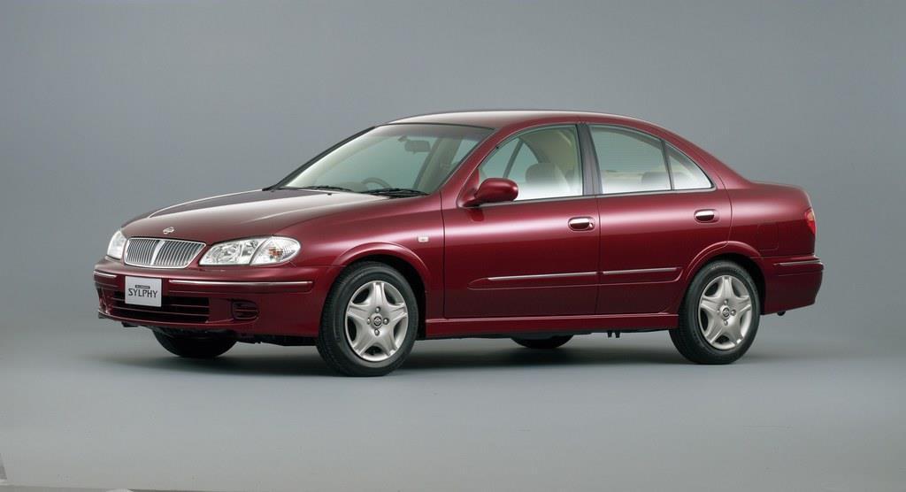 シルフィはかつて(初代&2代目)、「ブルーバード シルフィ」名で販売されていた。当初は「パルサー」の後継モデルの位置付けだったが、ブルーバードが廃止されたあとは、実質的にブルーバーバードの後継モデルになった。