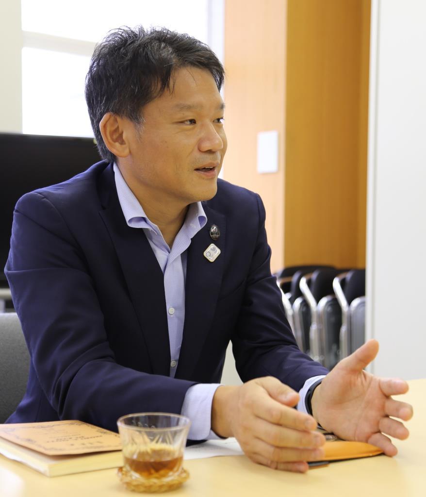 デジタル社会の実現に向け意気込みを示す宮坂学さん(松崎翼撮影)