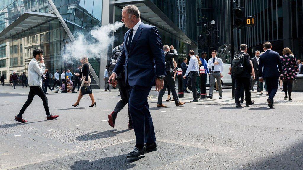 原因不明の呼吸器疾患が頻発していることから、電子たばこが健康に及ぼす影響への懸念が高まっている。RICHARD BAKER/IN PICTURES/GETTY IMAGES