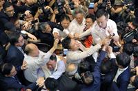 香港、立法会7議員を逮捕 民主派「区議会選中止狙い」と反発