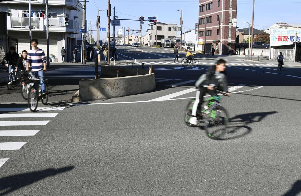 大植良太郎被告が、護送中の車両から逃走した現場付近=9日午前、大阪府東大阪市