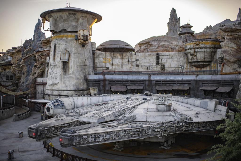 新エリア「スター・ウォーズ ギャラクシーズ・エッジ」の宇宙船ミレニアム・ファルコンのアトラクション(©Disney/Lucasfilm Ltd.提供・共同)