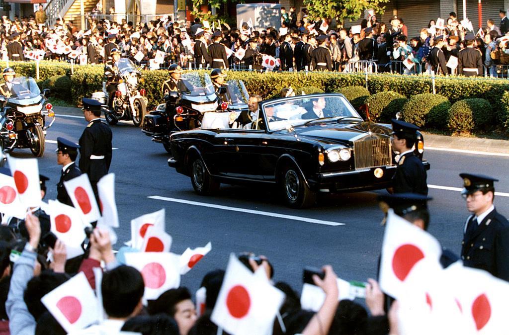 上皇ご夫妻、29年前の「祝賀御列の儀」