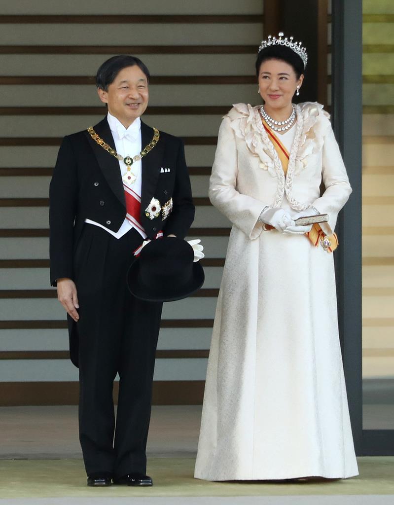 【午後2時57分】祝賀パレードに出発される天皇、皇后両陛下=皇居(古厩正樹撮影)