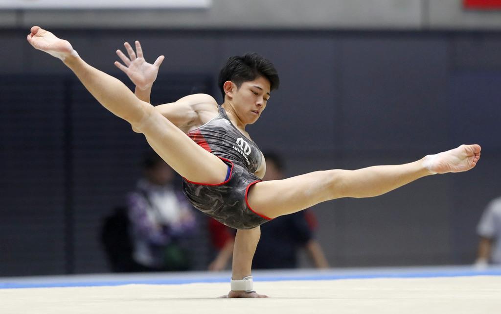 男子 順大・谷川翔の床運動=高崎アリーナ