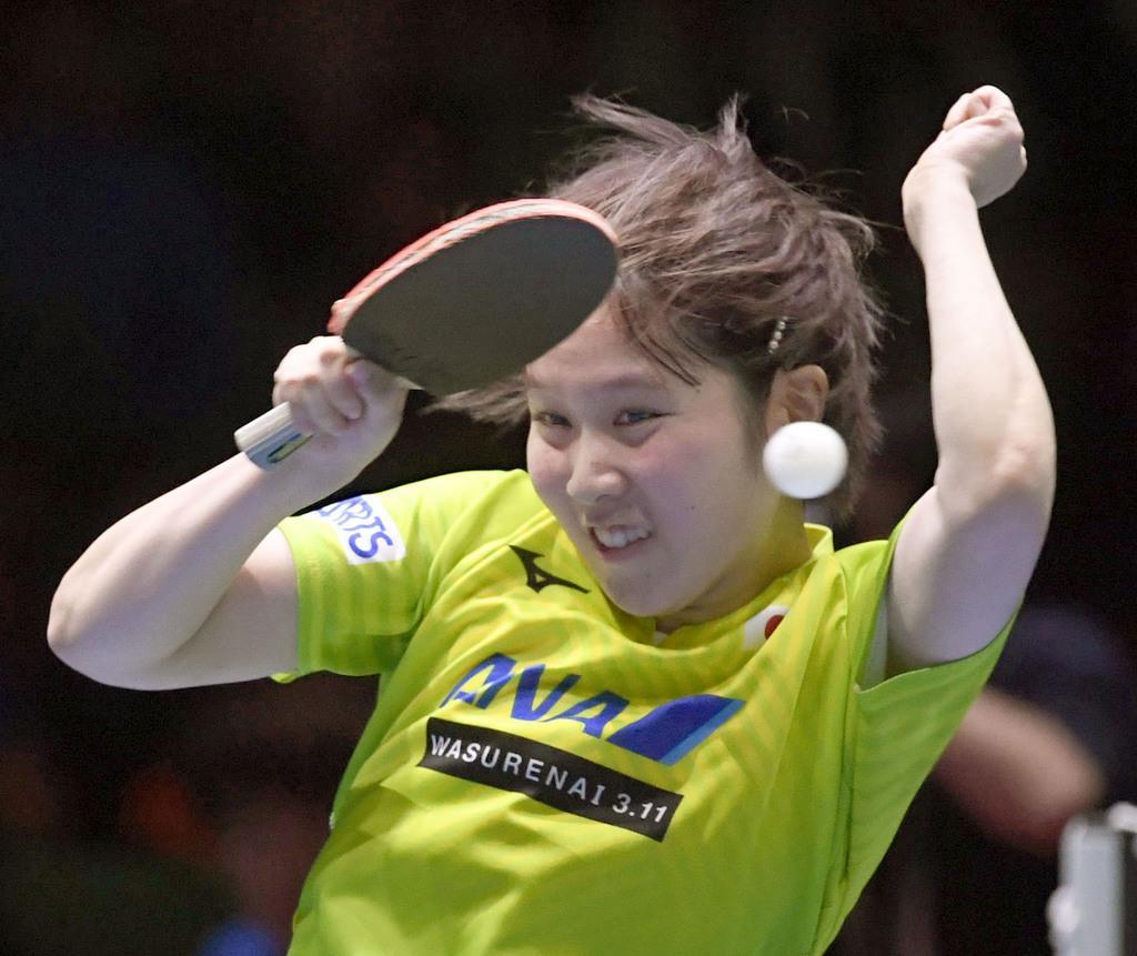 女子決勝 中国戦の3試合目でプレーする平野美宇=東京体育館